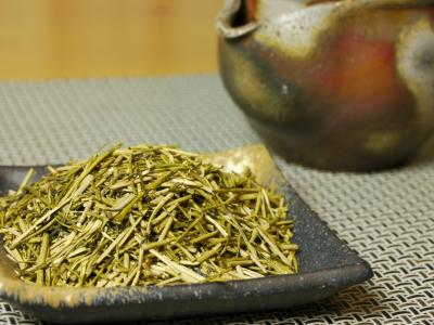 Light roasted kuki-hôji-cha (made from sencha stems)