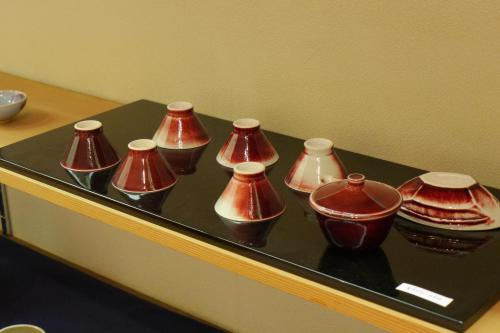 "a sencha tea set by Hosai. This red ''copper"" glaze technique is very difficult."